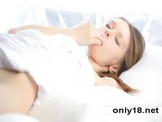 18 years Super Beauty Gloria plays with pussy