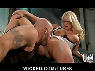Bigtit blonde MILF Stormy Daniels fucked on the hood of her car