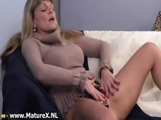 Older mature blond womain with nice part4
