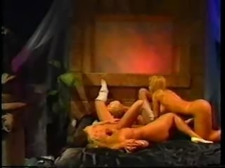 Classic early '90's scene.