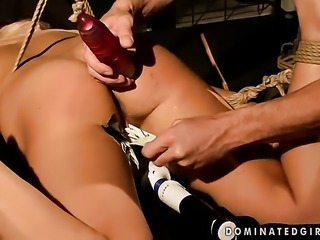 Blonde is too horny to resist mans rock hard meat pole