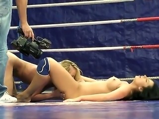Entertaining and dirty fight between topnotch Melissa Ria and skillful Dorina...