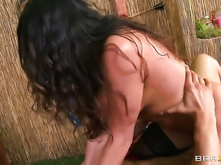 Danny Mountain seduces Senorita Ariella Ferrera with gigantic tits into fucking