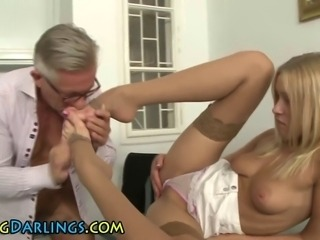 Rimmed ass babe gets cumshot on feet from old dude
