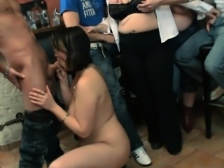 Plump babe takes two cocks from both ends