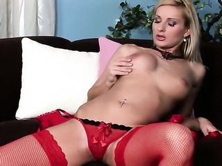 Slutty seductress Vanessa Jordin has dildo-hungry cunt