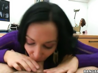 Gorgeous chick gives a blow job