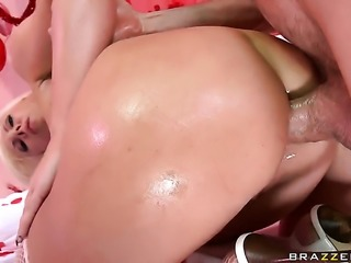 Jordan Ash seduces Skylar Price with huge jugs into fucking and shoves his...