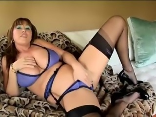 MILF Mom Dresses In Lingerie And Wanks bf Off, Twice... IT4