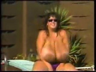 Huge Boobs play at the pool