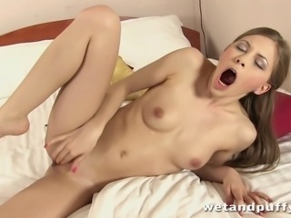 Avril Spreads Her Pussy Wide