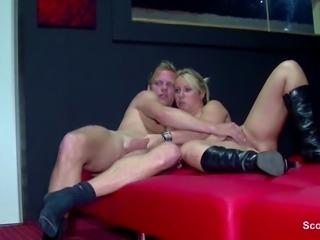 Paare ueberkommt die Lust im Pornokino in Berlin 2