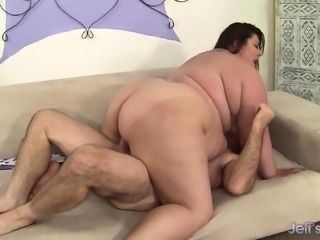 Fat brunette housewife Bella takes two big dicks in her pussy at once