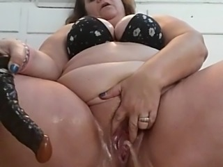 BBW milf masturbates and squirts.