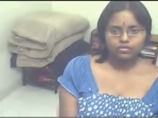 Amateur Indian girl exposes huge boobs on camera