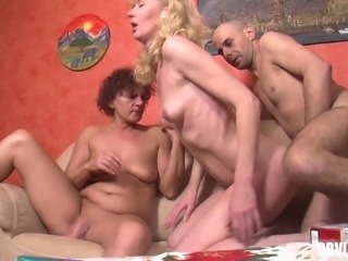 Buxom granny with a great ass enjoying a hardcore threesome