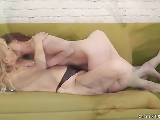 Blonde takes rod up her muff pie