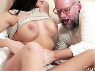 Teen tramp with giant knockers lets dude