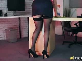 Sexalicious secretary flashing her pussy in the office