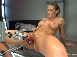 Ariel X gets her pussy triple penetrated by a fucking machine