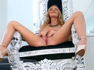 Sexy Bailey Rayne rubs her sweet pussy in a wild solo show