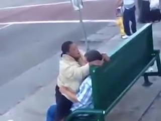 Mendigos num parque poblico