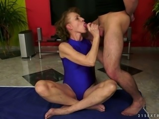 Perverted curly haired wrinkled oldie gives blowjob and gets rimjob