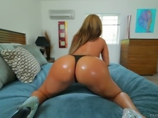 A lot of stuff turns Richelle Ryan on and she loves giving head POV style