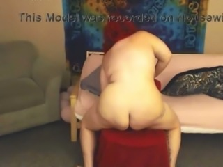 I love this BBW housewife and she really knows how to masturbate on cam