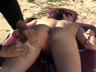 Jennifer White's amazing body ravished in a beach shag