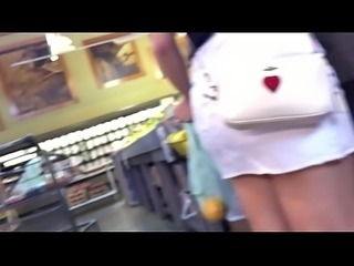 ASS CRACK green shorts up in her ass crack OMG.MOV