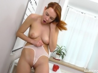 Candy P fingering her pussy seductively while moaning