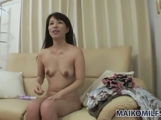 Mariko Suwa is an exotic bubbly temptress who masturbates with her vibrator