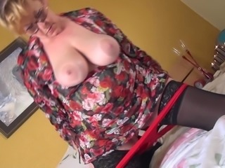 Big saggy boobs mature babe in bed pleasuring her pussy