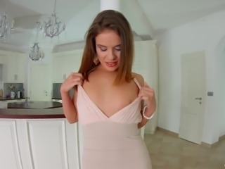 Sexy looking Emma Brown takes her chance to enjoy some good analfuck