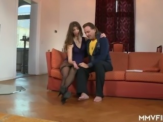 Long haired pretty hottie Susan Ayn unzips man's pants and sucks his dick
