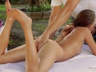Almost titless American hottie Carolina Sweets gives her masseur a good BJ