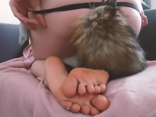 FOOT FETISH FOXTAIL - Sexy babe comes for you.