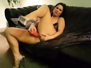 Stacked brunette in high heels fucks herself to pleasure