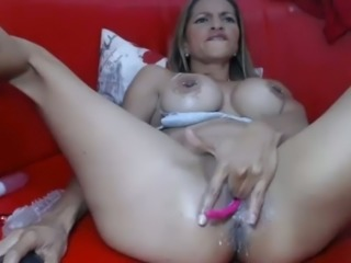 Webcam sluts can be boring but this Latina MILF knows how to put on a show