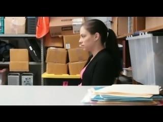 shoplifting 4 girl caught by guard nice koooool video