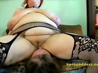 Heavy duty babe sits on a mans face