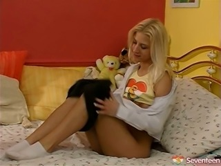Messy blond hussy welcomes face sitting from aroused dude