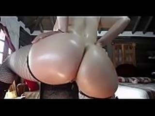 Sexy big wet butt woman on cam