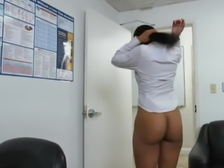 SHE KNOWS I WANT TO FUCK HER