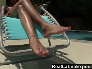 Pretty svelte black beauty Taylor Luxx wanna nothing but to jump on tool