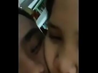 VIRAL! Bokep Gadis Hijabers Yang Polos di Entot Pacarnya WOMAN ON TOP - Full...