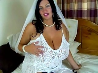 Simone is a bride and masturbates with dildo