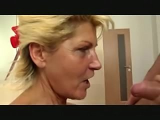 Seasoned blonde cunt shagging in the toilet